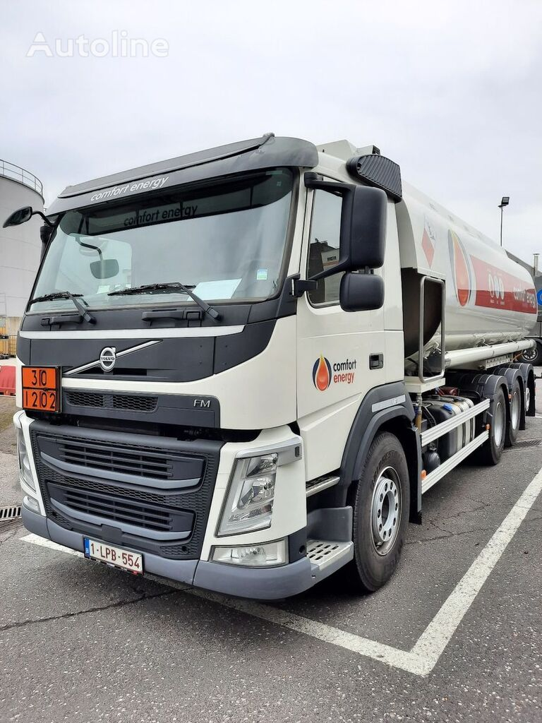 VOLVO camion cisternă combustibil