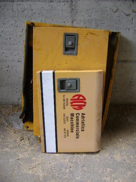 Cofani piesă de schimb pentru LIEBHERR 902 excavator