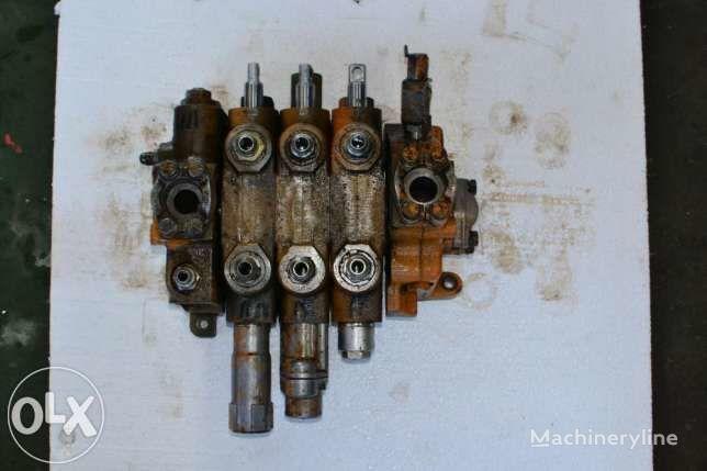 distribuitor hidraulic pentru Case 595  buldoexcavator