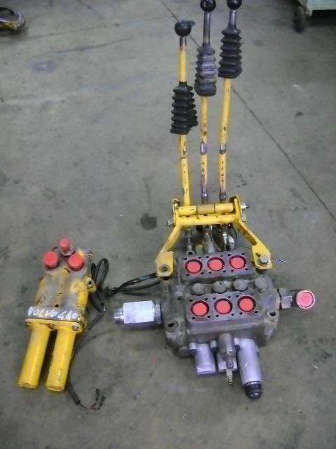 distribuitor hidraulic pentru VOLVO 4400 încărcător frontal