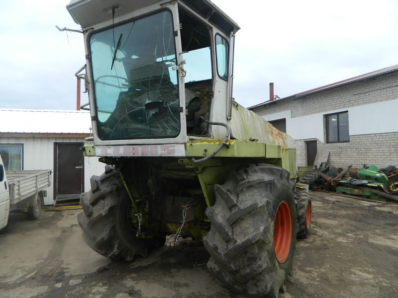 b/u zapchasti/ used spare parts piesă de schimb pentru CLAAS JAGUAR 690 heder de recoltat porumb