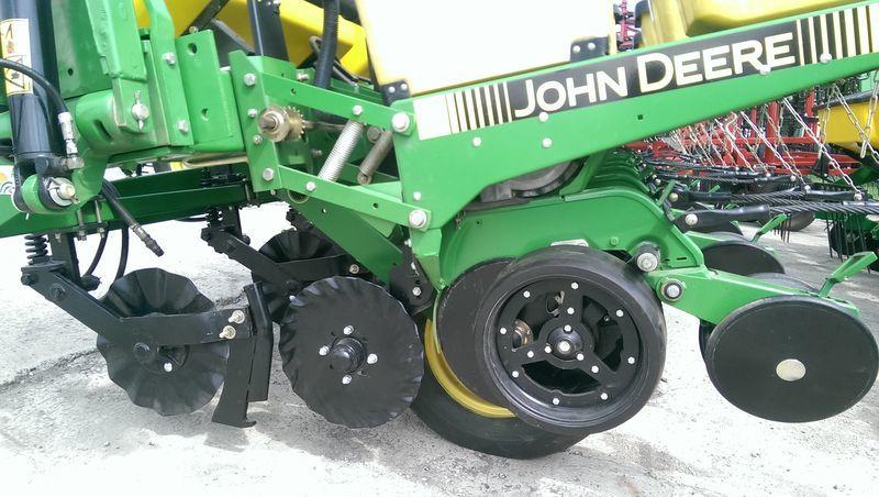 JOHN DEERE 7200 No Till  novaya semanatoarea pneumatica de precizie