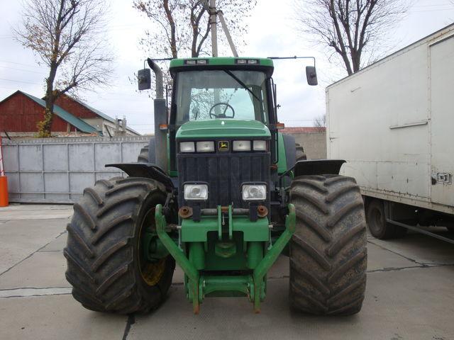 JOHN DEERE 8400 tractor cu roţi