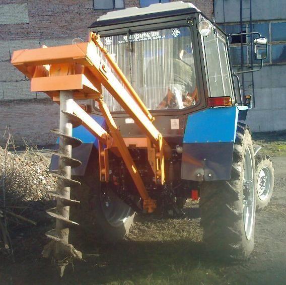 Yamokopatel (yamobur) navesnoy marki BAM 1,3 na baze traktora MTZ alte mașini de construcții