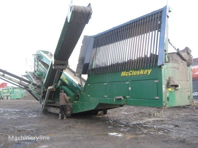 McCLOSKEY S130 - 3 deck concasor