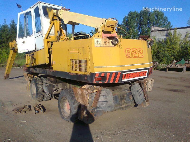 LIEBHERR 922 excavator pe roţi în bucăți