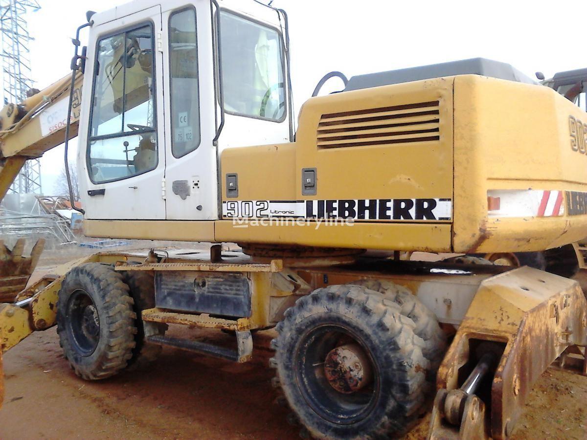 LIEBHERR A902 Litr.4P excavator pe roţi