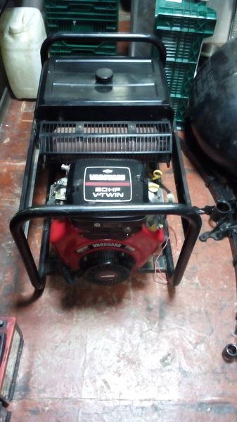 SDMO Briggs&Stratton Vanguard 570ccm 20HP V Twin  generator