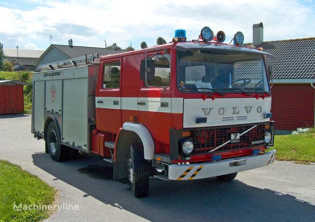 VOLVO F-7 mașină de pompieri